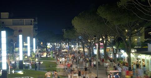 la sera in piazza a Jesolo