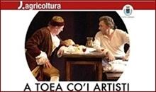due attori seduti al tavolino